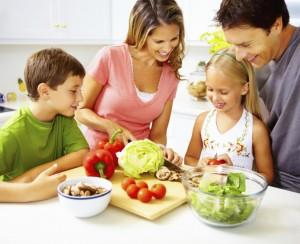 comida-variada-en-familia-300x244