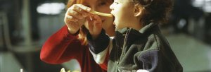 Niños-y-comida-chatarra-1-1400x480